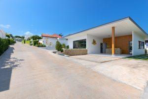 Sunway Villas - entrance-min